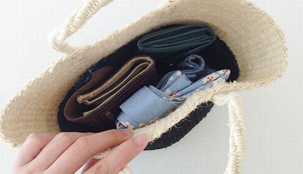 小型のGPS追跡機をバッグに忍ばせる
