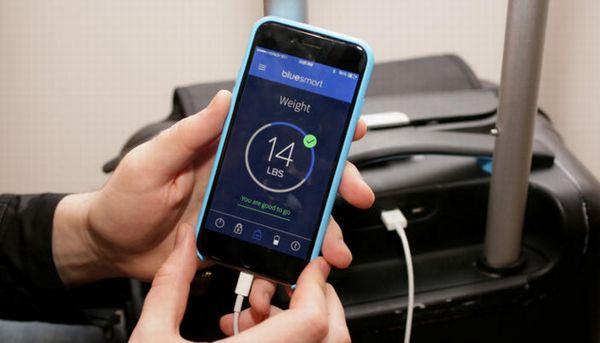 GPS追跡付スーツケースは充電も可能